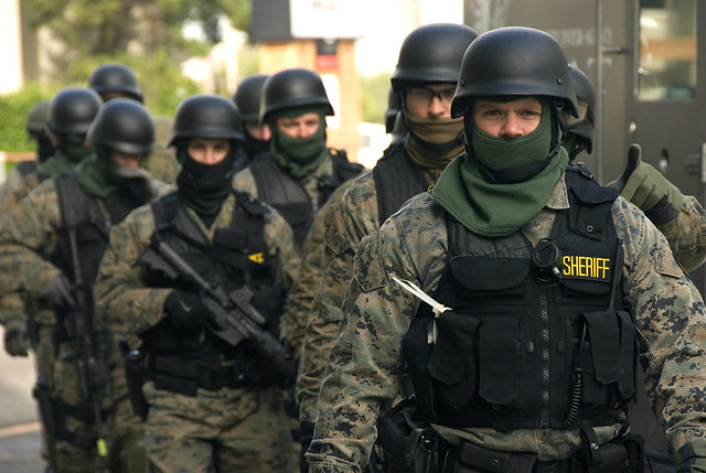 UPDATE 5-SWAT team rescues police trapped in Philadelphia shootout
