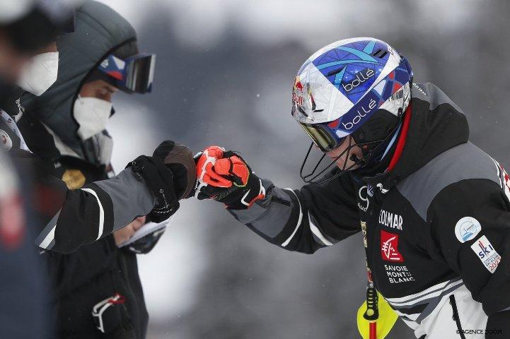 Feller wins men's World Cup slalom, takes standings lead