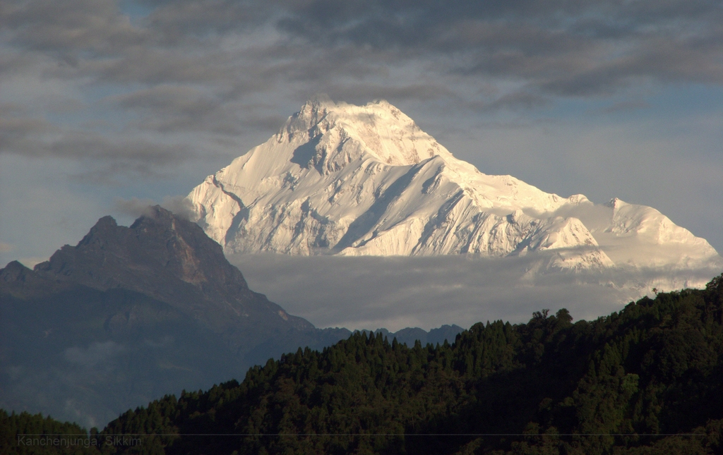 Altitude ailments on Kanchenjunga claim lives of two Indian mountaineers