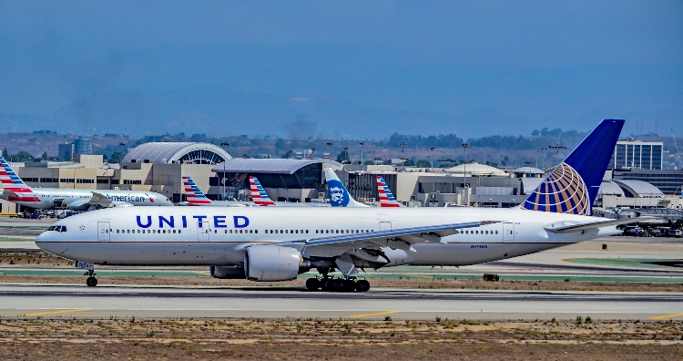 United warns of cargo disruptions as it reviews fleet options following 777 incident