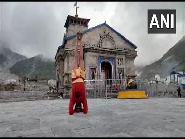 Priest stands in Sirsasana outside Kedarnath Temple, demands disbanding Uttarakhand's Char Dham Board