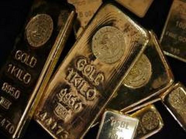 GLOBAL MARKETS-Dollar slams yen and safe-haven status, gold gains
