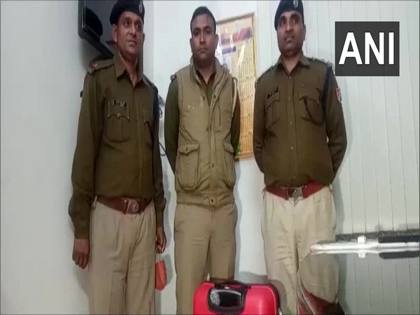 Bag full of unclaimed cash found in a train in UP's Kanpur