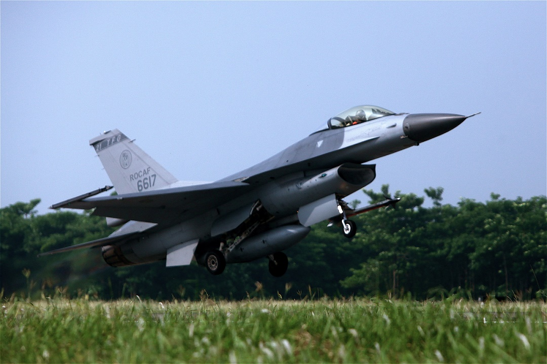 Taiwan again scrambles jets to warn off Chinese air force
