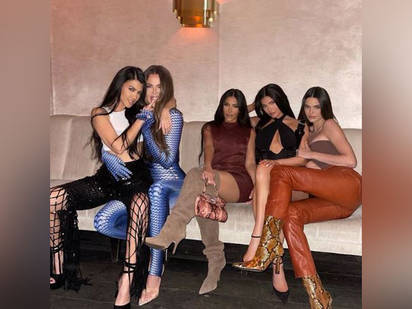 Khloe Kardashian marks return of 'sister gang' with stunning picture