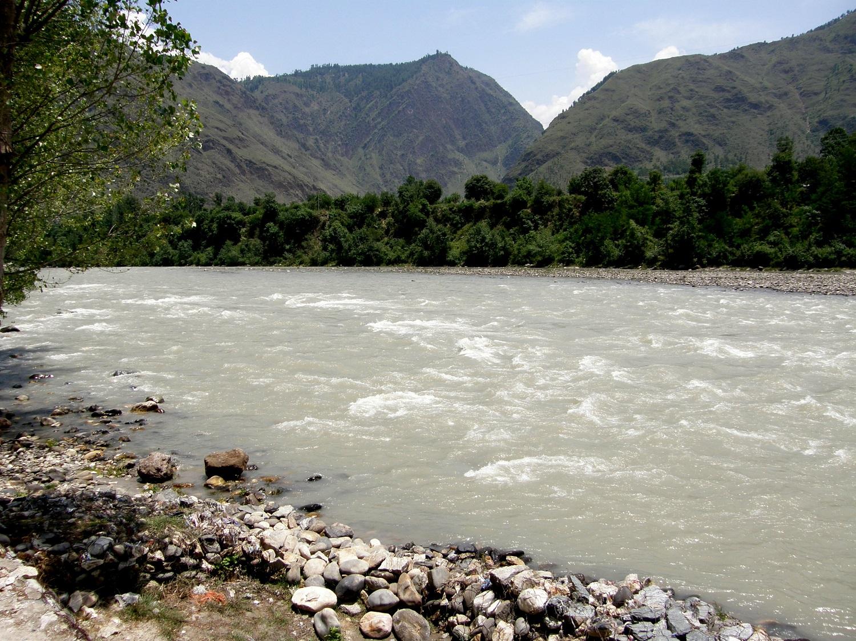 Haryana man falls into Beas river in Manali while taking selfie