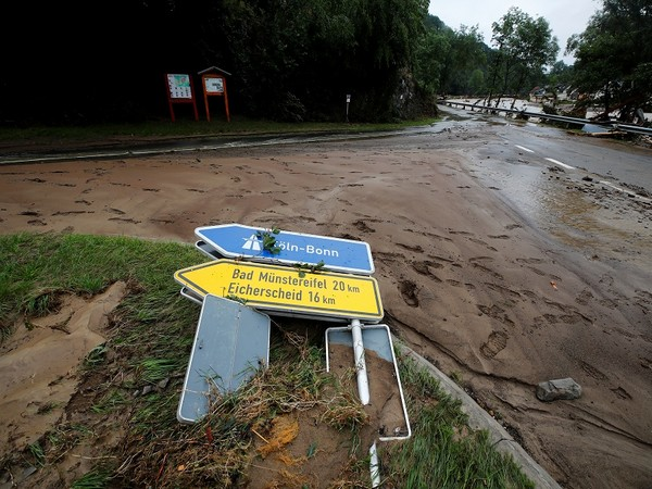WRAPUP 1-German, Belgian flood deaths rise to 157 as search continues