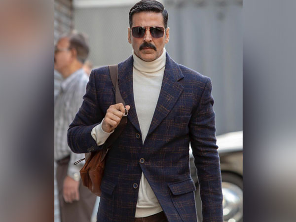 Akshay Kumar's mother admitted to hospital, actor flies back from UK