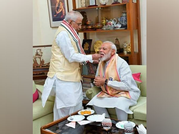 Murli Manohar Joshi extends greetings to PM Modi on his 70th birthday