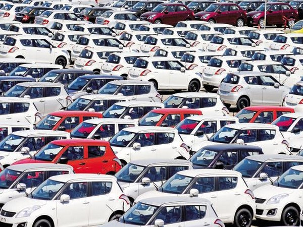 Govt asks auto industry to bring down costs for boosting sales