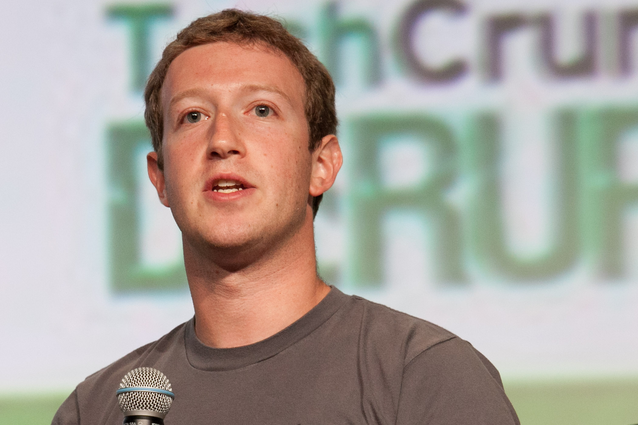 UPDATE 2-Facebook CEO may have known of questionable privacy practices - WSJ