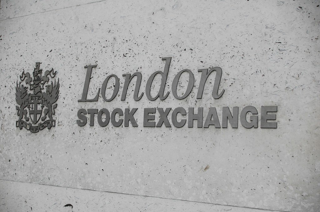 CORRECTED-FTSE stock trading starts after technical fault delays open