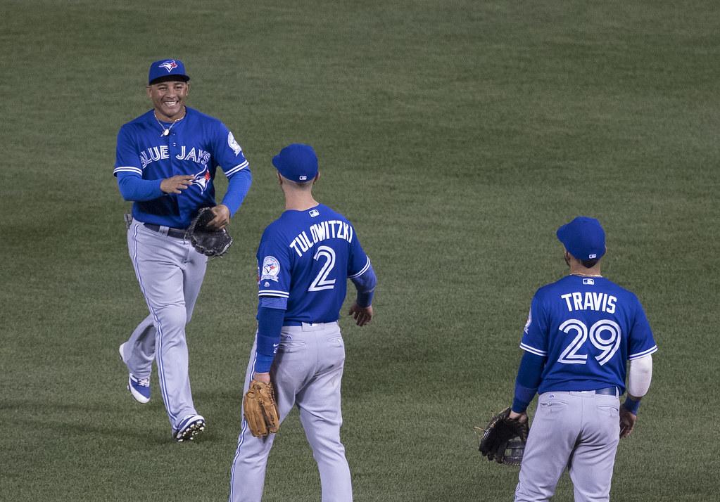 Jays strike multiple homers to hammer Yankees in home turf