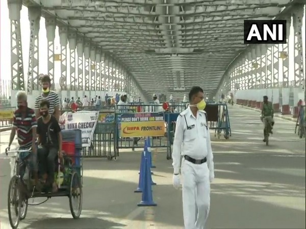 WB: Traffic movement on Howrah Bridge continues amid checking by Police