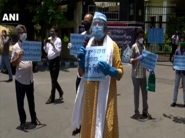 INTTUC members protest outside Ordnance Factory Board in Kolkata, say will not allow corporatisation