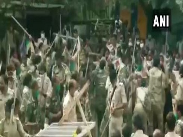 Police lathi-charge after clash with protesting assistant police personnel in Ranchi