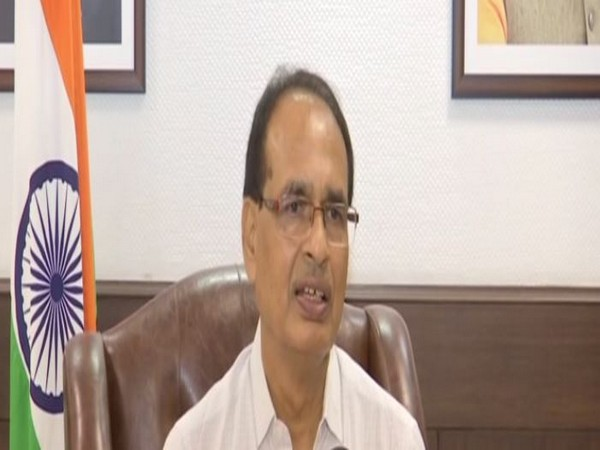Gandhis betrayed people by not making Scindia MP CM: Chouhan