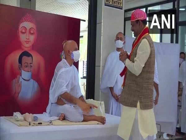 Rajasthan: Birla attends 'Bhikshu Charmotsav' in Bhilwara