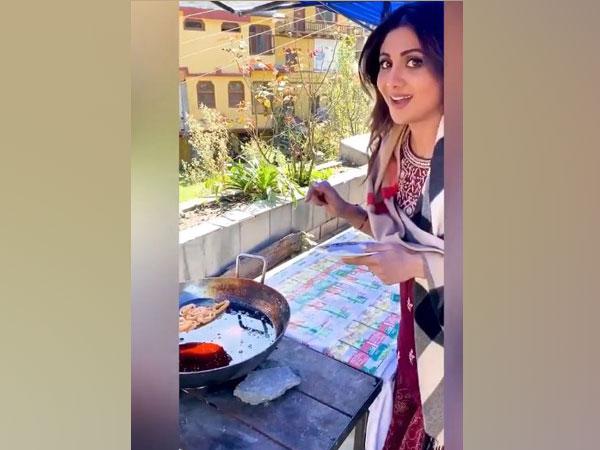 Shlipa Shetty shares glimpse of her 'Sunday Binge' on sets of 'Hungama 2'