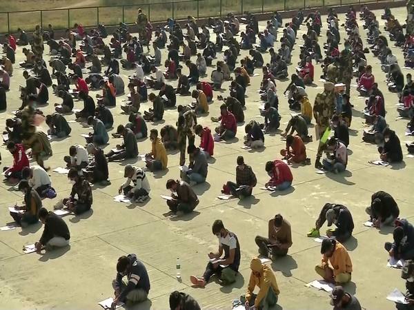 Thousands turn up in J-K's Budgam for written round of BSF recruitment drive