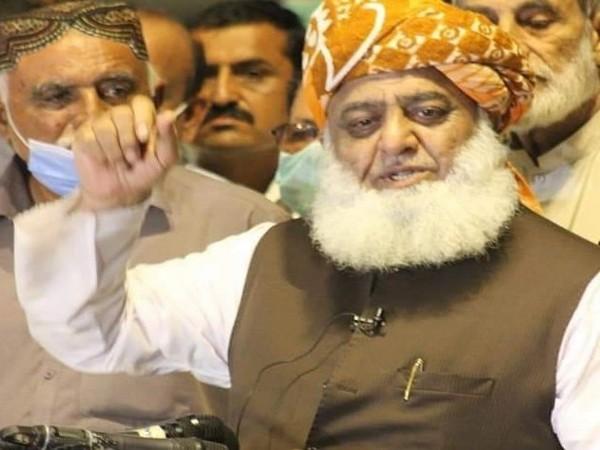 Ahead of Karachi anti-govt rally, JUI-F chief meets Zardari in hospital