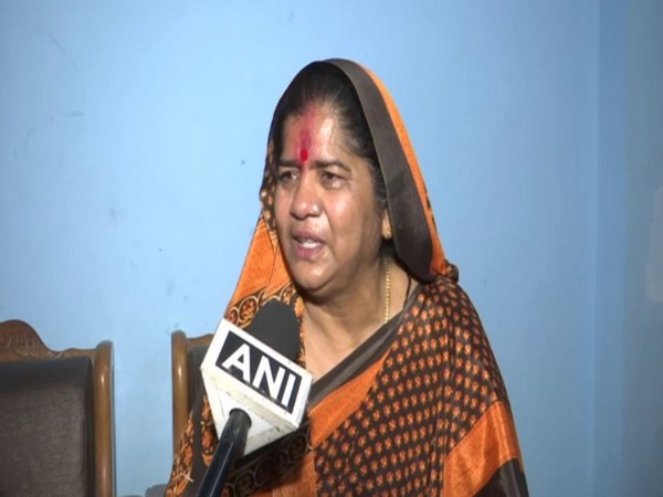 Dismiss Kamal Nath from Congress for his 'item' jibe, says BJP leader Imarti Devi