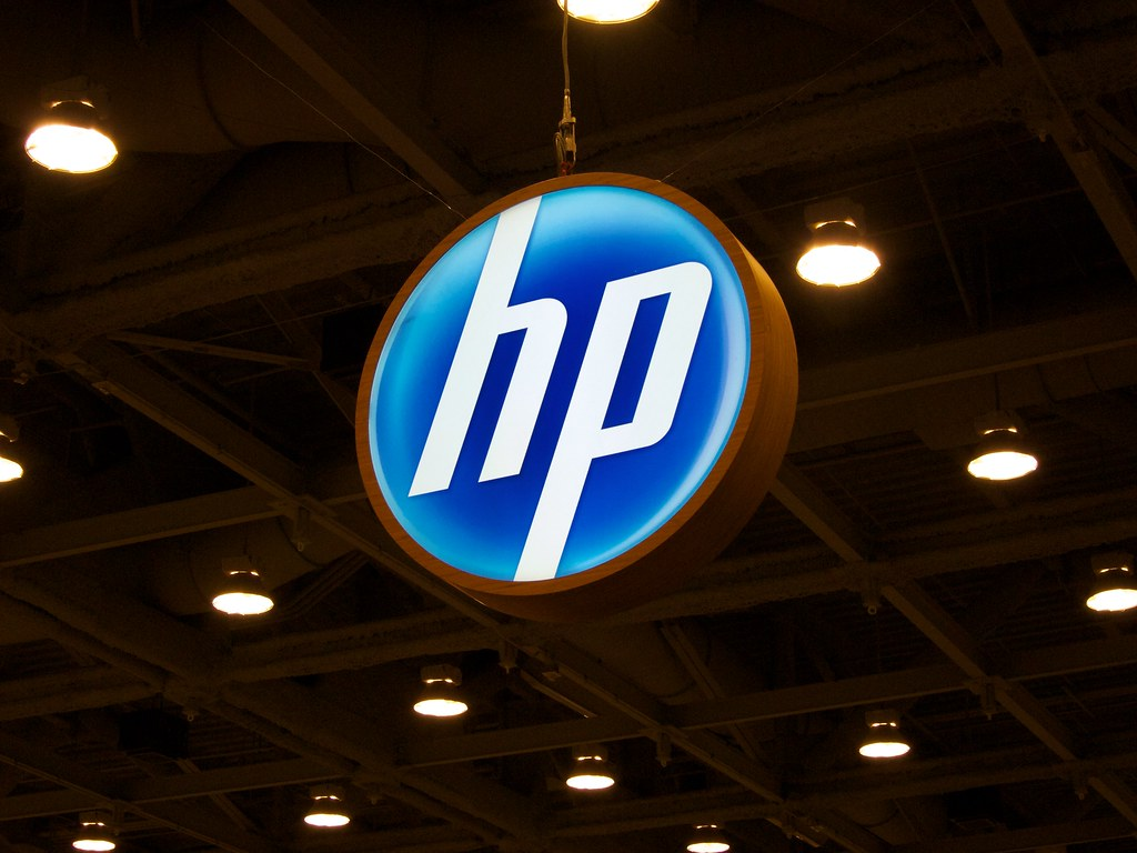 UPDATE 1-HP rejects Xerox's $33.5 bln offer to buy the company