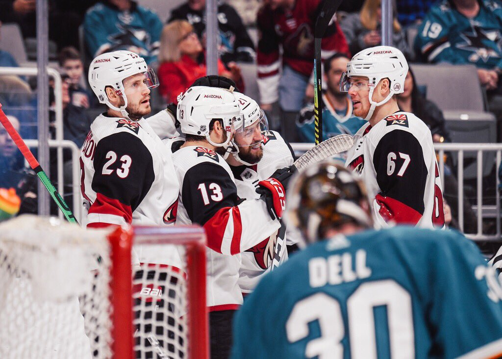 Coyotes find the net late, beat Predators