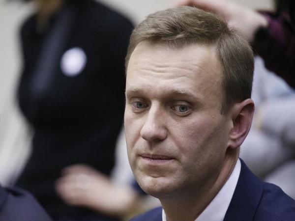Police crack down on Russian protests against jailing of Kremlin foe Navalny