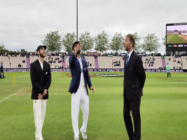 New Zealand elect to bowl, India go in with announced XI in overcast conditions