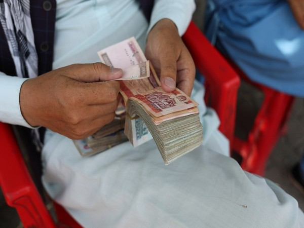 Da Afghanistan Bank permits private companies to withdraw USD 25,000 a month