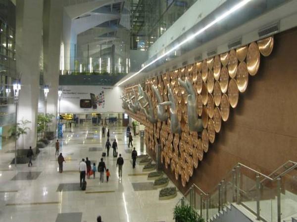 EU lawmakers back suspension of airline slots rule until October