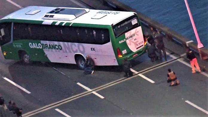 Watch: Brazil's Rio-Niterói Bridge bus hijacker shot; hostages safe - report