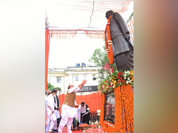 Rajnath Singh unveils statue of Lalji Tandon on his first death anniversary in Lucknow
