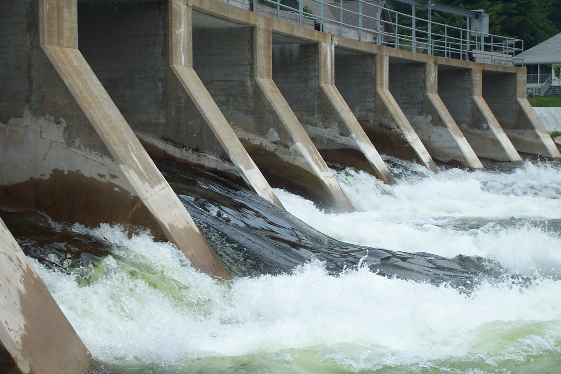 Cameroon plans to build USD 3 billion hydropower plant to export electricity