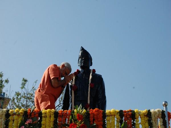 'Parakram Diwas': PM Modi pays homage to Subhas Chandra Bose, tweets pictures of his Haripura Visit