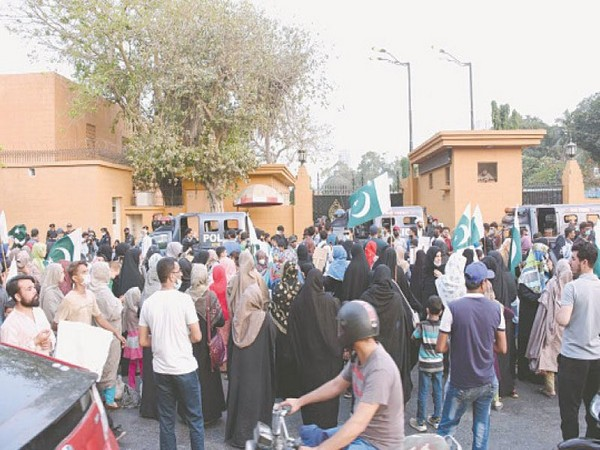 Karachi: Families of missing Shias protest, Governor didn't even accept their memorandum
