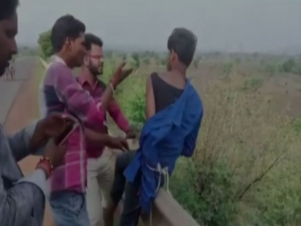 Maha: Two held for smuggling food grains worth over Rs 17 lakh