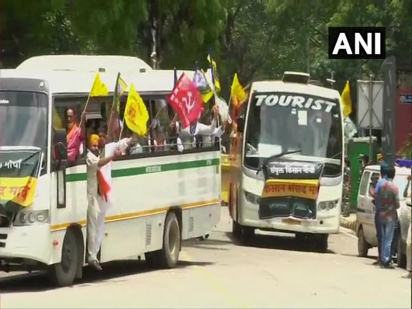 Farmers' protest: Buses carrying farmers arrive at Jantar Mantar