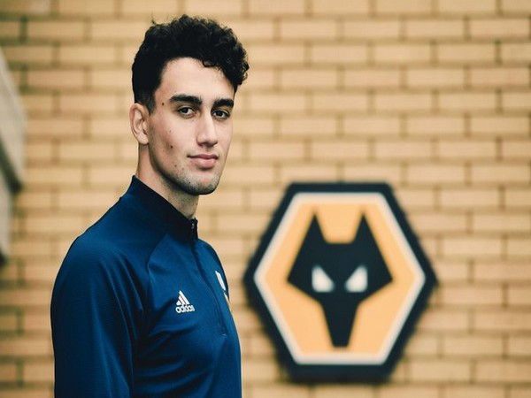 Maximilian Kilman signs contract extension with Wolves