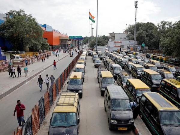 Vehicles pile up at Bengal-Jharkhand border as Dhanbad makes COVID test mandatory