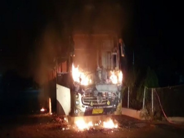 Bus catches fire on Ahmedabad-Vadodara expressway, all passengers rescued