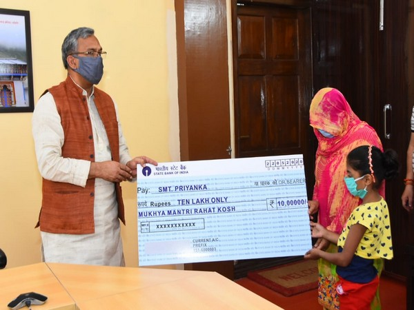Uttarakhand CM gives Rs 10 lakh as ex gratia to constable's wife, who passed away on COVID-19 duty