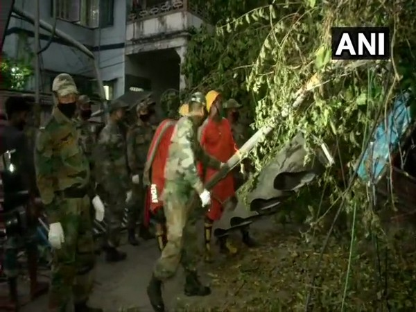 Indian Army undertakes restoration work in Kolkata after damage caused by cyclone Amphan