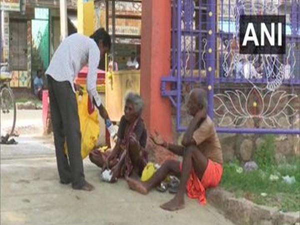 Madurai chai-wallah goes out of way to help needy amid COVID-19 crisis