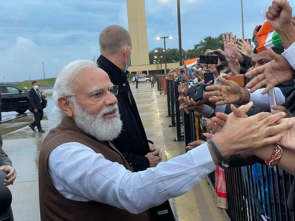 Ecstatic Indian-Americans welcome PM Modi in Washington