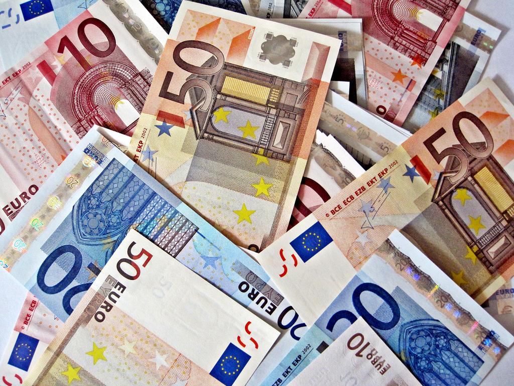 Euro, yen trade higher; dollar, pound struggle over global cue