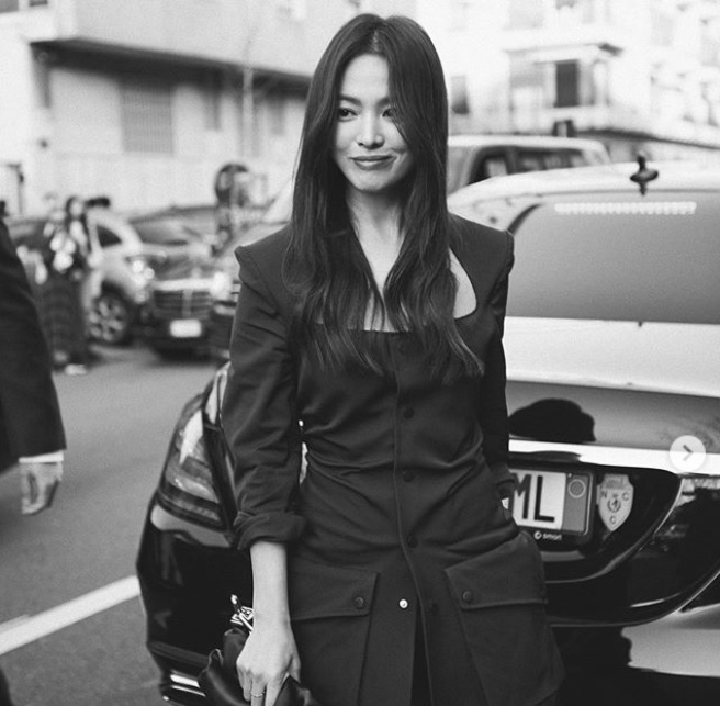 Song Hye-Kyo looks gorgeous at Milan Fashion Week, Song Joong-Ki spotted on streets of Columbia