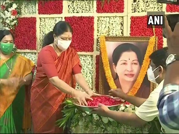 As our Amma wished, our govt should be there even after 100 years: Sasikala after paying tributes to Jayalalithaa