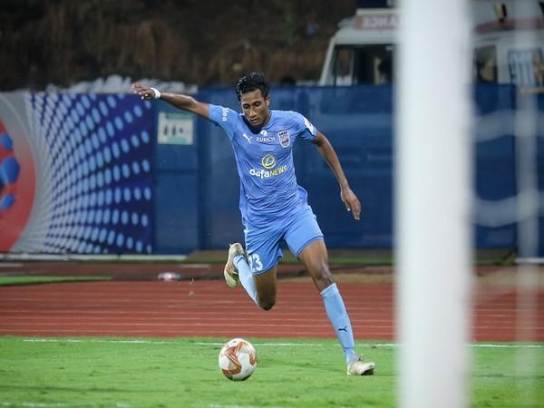 Vignesh Dakshinamurthy signs contract extension with Mumbai City FC until 2025